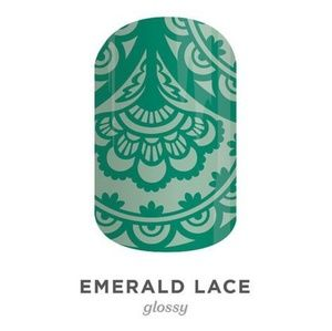 B4G1 Emerald Lace nail wrap